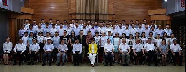 李小琳与中电国际告别合影。图片来自凤凰财经