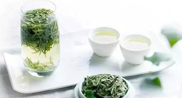 茶叶中的茶多酚类营养物质也会在 第一杯茶喝去2/3时,就应该加水
