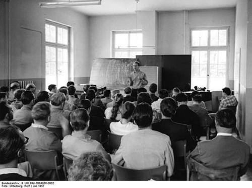 施托克豪森在1957年达姆施塔特暑期班