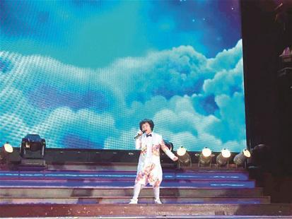 前日,在第十届湖北省校园艺术大赛总决赛上,两位小童星作为特邀嘉宾
