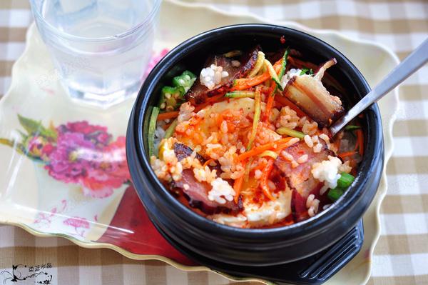 韩式腊肉石锅拌饭