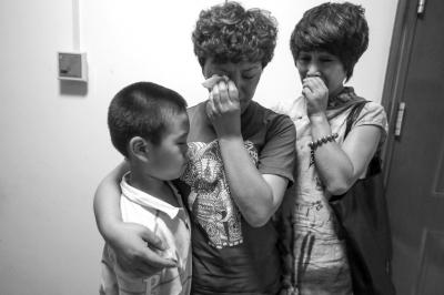 死者家属在庭后哭泣。京华时报记者蒲东峰摄