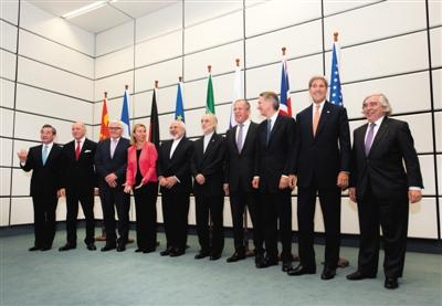 7月14日,在奥天时都城维也纳结合国核心,伊核成绩六国、欧盟代表和伊朗外出息行合影。新华社记者 钱一 摄