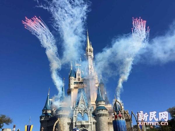 图说:美国迪士尼休假区迪士尼城堡。新民晚报新民网记者 胡彦�� 摄于美国