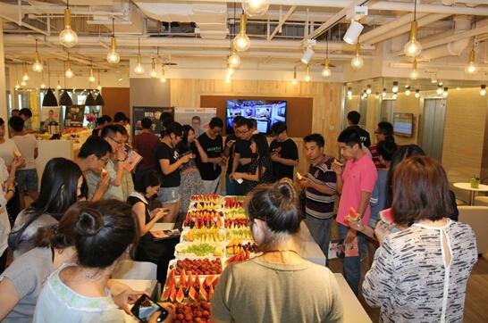 SOHO3Q是SOHO中国进军互联网行业的最新产品,随着移动互联网的发展,SOHO3Q让移动办公成为可能。财路通在望京SOHO这块土地上成长壮大,也继承了互联网行业的精髓。在互联网盛行的今天,越来越多人看好互联网企业的发展前景,更多的人加入到这个行业中来。