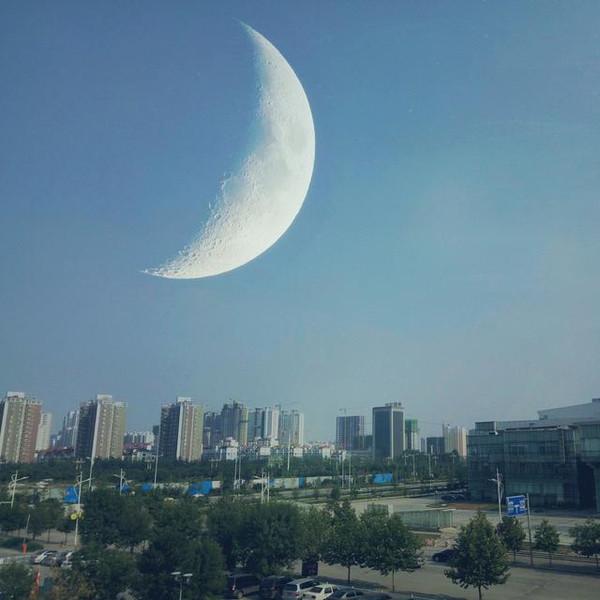 月亮周围有一个圈