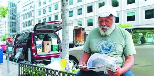 67岁的阿尔弗雷德・博斯特尔接续陌头漂泊生活