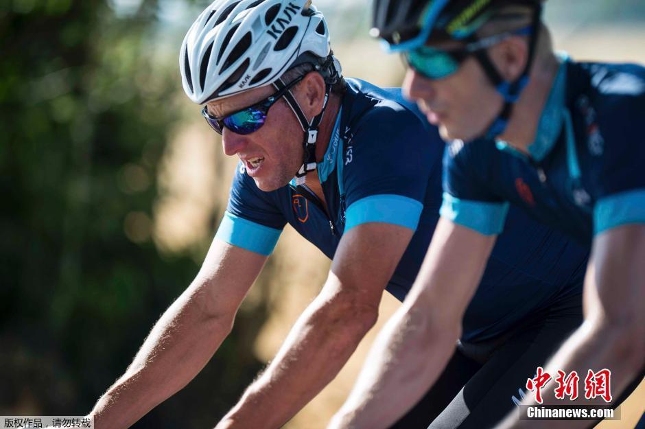 7月16日,美国自行车名将阿姆斯特朗参加了今年环法自行车赛的其中一个赛段,然而他不是正式参赛,而是参加由另一位体育界抗癌明星――前英格兰足球选手杰夫・托马斯的基金会发起的慈善自行车赛。阿姆斯特朗将参加16日、17日两个环法赛段的骑行。