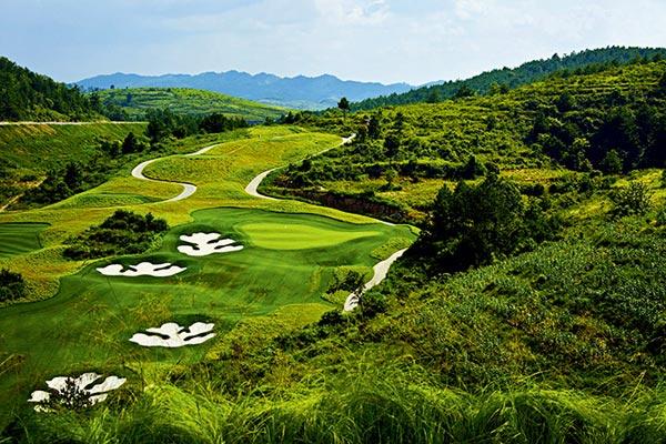 里岛地?_高原山地球场的魔力 贵阳麓岛乡村高尔夫俱乐部