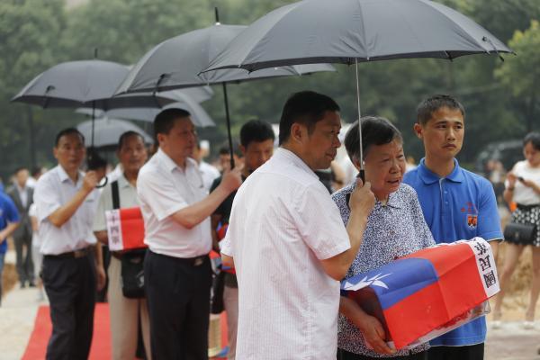7月19日,浙江抗战老兵纪念园,118位浙江籍将士的遗骸被接回杭州安葬。 澎湃新闻记者 刘行�� 图