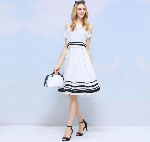 立体条纹连衣裙