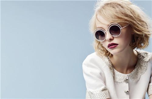 卡尔·拉格斐亲自掌镜的香奈儿珍珠系列眼镜广告大片将于今年9月正式上线