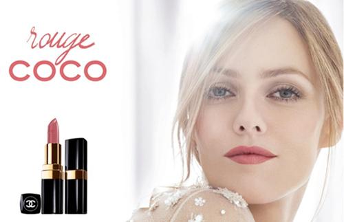 凡妮莎-帕拉迪斯拍摄的COCO唇膏广告