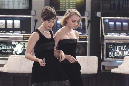 Lily Collins与Lily-Rose两个姐妹花