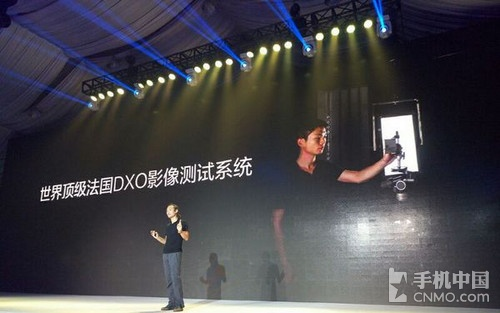 在相机功能上,大神Note 3搭载世界顶级法国DXO影像测试系统,支持四轴防抖技术,可以拍摄室内外运动片;其相机支持指纹快拍、熄屏抓拍,凭借指纹便可轻松拍摄,配备智能闪光灯和专业模式,能自动感应拍摄距离、光线,拍摄效果很强。