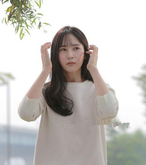 时尚 正文  在大热的韩剧《对我而言可爱的她》中,郑秀晶的空气刘海