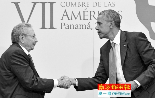 2015年4月11日,在巴拿马都城巴拿马城,美国总统奥巴马与古巴指导人劳尔・卡斯特罗接见会面。