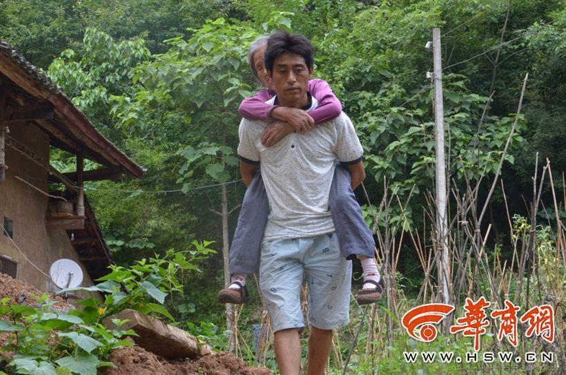一男子做 上门女婿 狠心妻抛下岳母他照顾 组图 华商报安康讯 记者高图片
