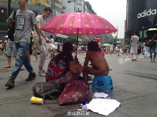 小松和母亲乞讨