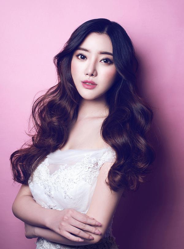 韩式新娘发型图片,搭配微卷发型看上去更加的精致完美.-精选漂亮图片