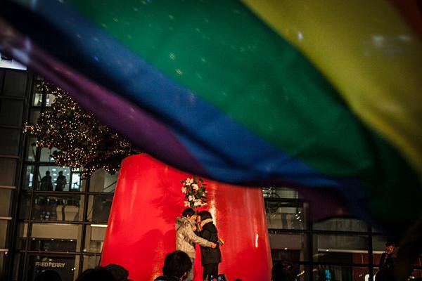 蒋庆曰:同性婚姻合法化非同小可,直接威胁到儒家根本义理,不回应会造成儒家义理之坍塌,对当前之儒学复兴会带来极大伤害。 孙湛 澎湃资料