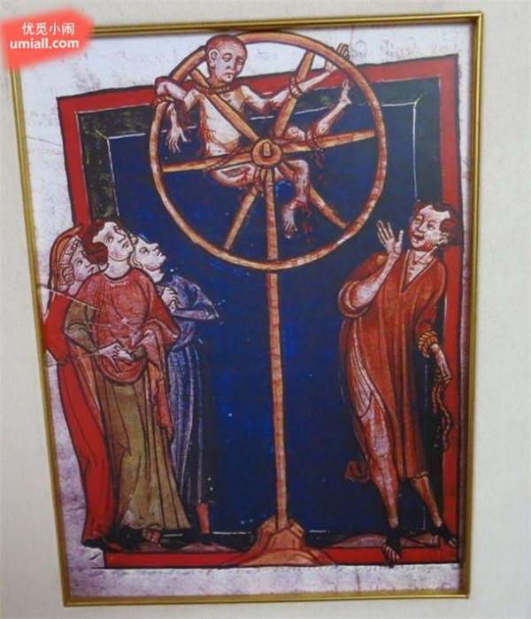 刑具的造型是一个配以径向辐条的大车轮