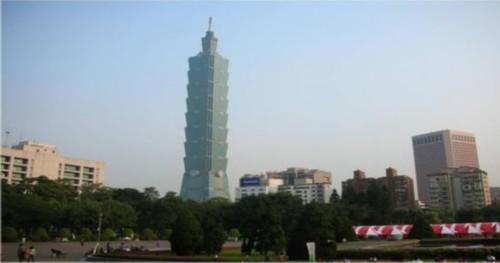 台北101大楼在迪拜塔建成之前曾是世界第一高楼。
