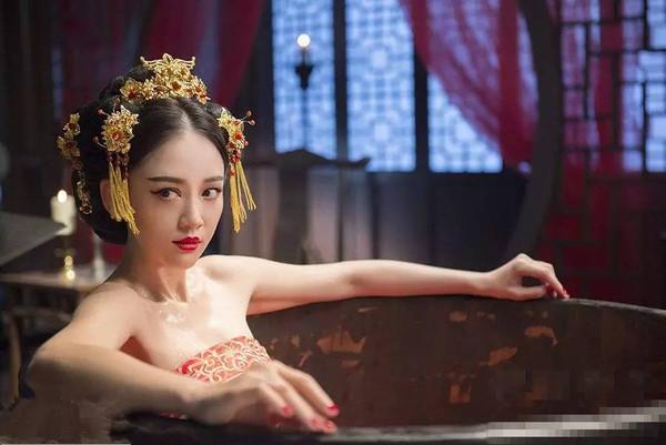 陈乔恩丨偶像剧女王的傻白甜逆袭之路