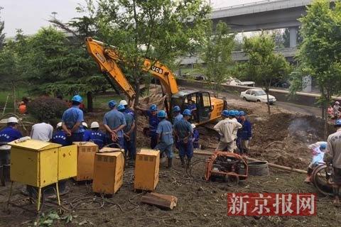 现场抢修场景。新京报见习记者 赵吉翔 摄