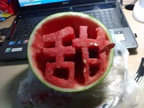 半个西瓜的图片