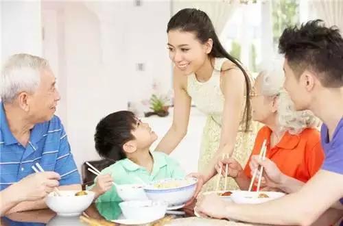 幸福一家人吃饭-最容易让孩子觉得幸福的5件事,