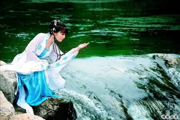 ... 霞 影 纱 玫瑰 香 胸衣 腰 束 葱绿 撒 花 软 烟 罗 裙