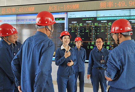 7月23日,李小琳在内蒙古大唐国际托克托发电公司。