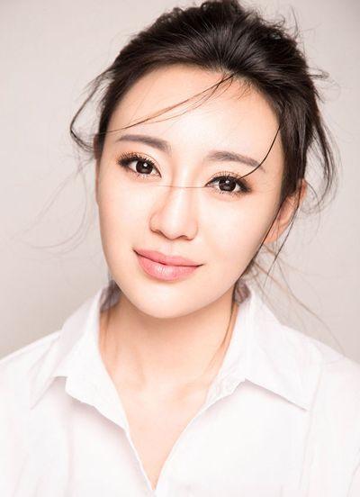 圆脸女生无刘海清纯气质扎发发型-适合中年女性的圆脸发型图片