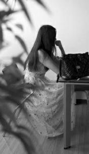 华商报讯(记者 佘晖)身高1.79米的19岁女孩小陈,一心想在模特行业有所发展,可最近的一次应聘,却让她后怕不已。原以为被招聘去做签约模特,不想到了福建后却被带到一家夜总会陪酒。