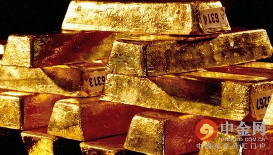 分析师预计黄金近期会进一步遭受承压。周五现货黄金创下每盎司1077美元的低点,交易的价格范围徘徊在1079.6美元附近。
