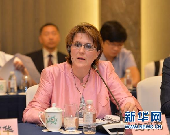 德国工商大会大中华区上海代表处首席代表鲍明莉在座谈会上发言。 盛一鸣