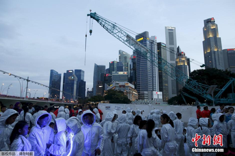 2015年深圳抗日游_新加坡举行建国50周年游行彩排(组图)-搜狐滚动