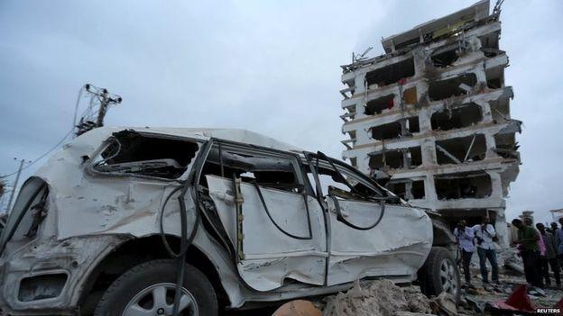 【环球网综合报道】据英国广播公司(BBC)7月27日消息,索马里首都摩加迪沙一家酒店26日遭到自杀式汽车炸弹袭击,目前已造成至少13人死亡,这其中包括一名中国使馆工作人员。