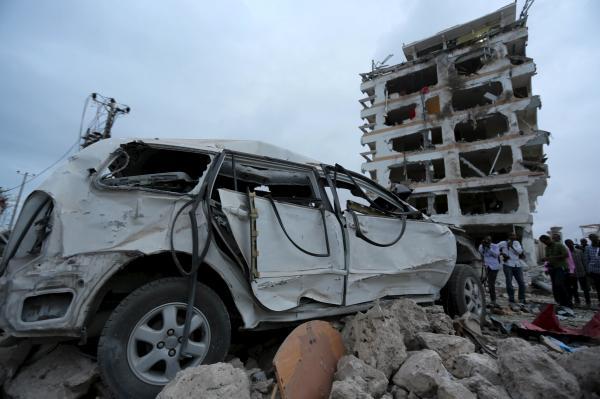 当地时间2015年7月26日,索马里首都摩加迪沙,一家酒店外发生强烈汽车炸弹爆炸,中国、埃及和卡塔尔大使馆位于这座酒店当中。