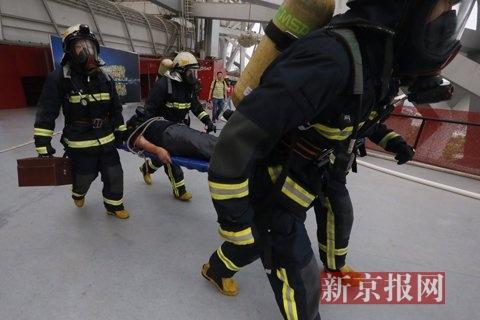 模仿救活及营救演练现场。新京报练习生 彭子洋 摄