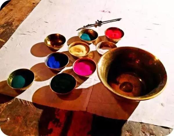 曼陀罗:彩粉、绘画、心灵创作