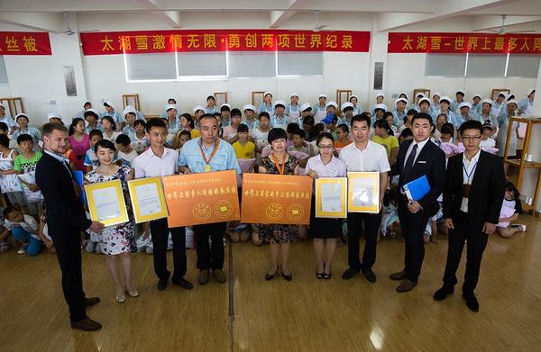 世界上最长的手工拉网蚕丝被-中国苏州闪亮世界最记录