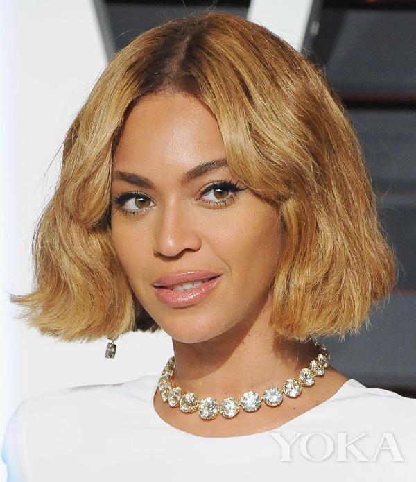 小编建议你夏天时可以先剪bob头,等秋天时,头发稍微长长了,就可以将发图片