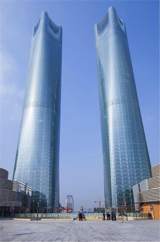 南昌红谷滩双子塔超越迪拜塔刷新吉尼斯世界纪录