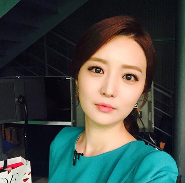 韩国美女主播直播时失误