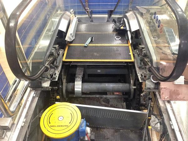 """据事故调查小组此前通报,今年3月16日,事故电梯经湖北特种设备检验检测研究院检验的结论为""""检验合格""""。"""