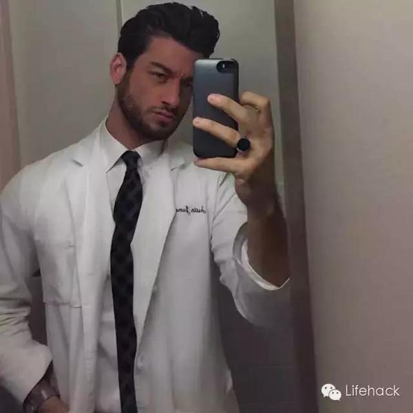 据说全纽约的妹子都想找这位男医生看病 结果