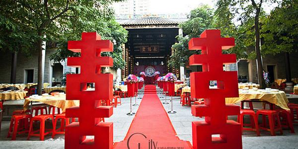 都说到了传统的中式婚礼讲究的是喜庆,热闹,又加上是户外婚礼,那婚礼图片