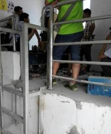 只管物业曾停止了培修,但这个电梯仍是重复呈现问题。